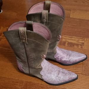 Ariat women's size 10 leather western boot.